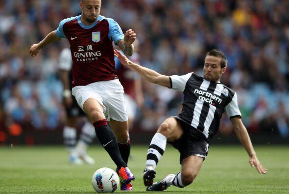 Newcastle intentó imponer su juego pero la defensa del Aston Villa no da...
