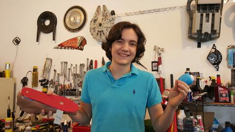 Gabriel Mesa, de 16 años, y sus inventos.