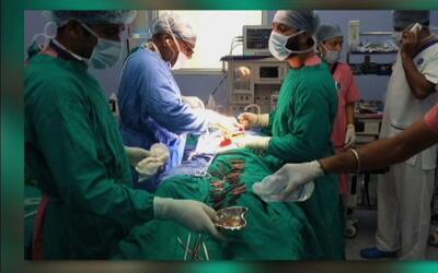 Doctores remueven 40 cuchillos a un hombre en la India