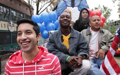 Moisés Serrano, a la extrema izquierda en primer plano, busca que su his...
