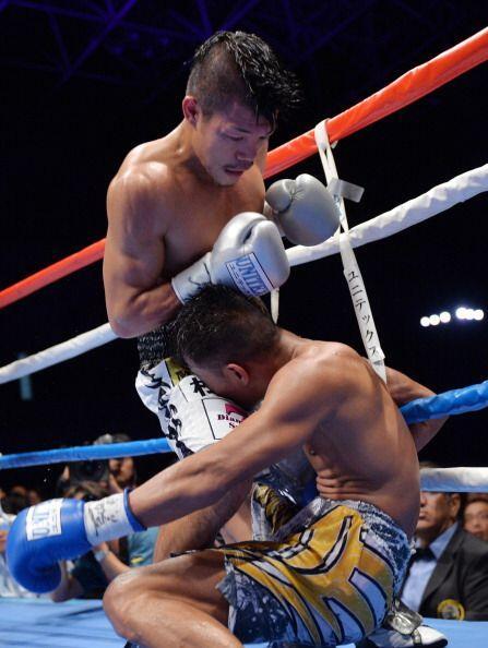 El nipón siguió con la buena pelea, con mucha golpeo al cuerpo y logro d...