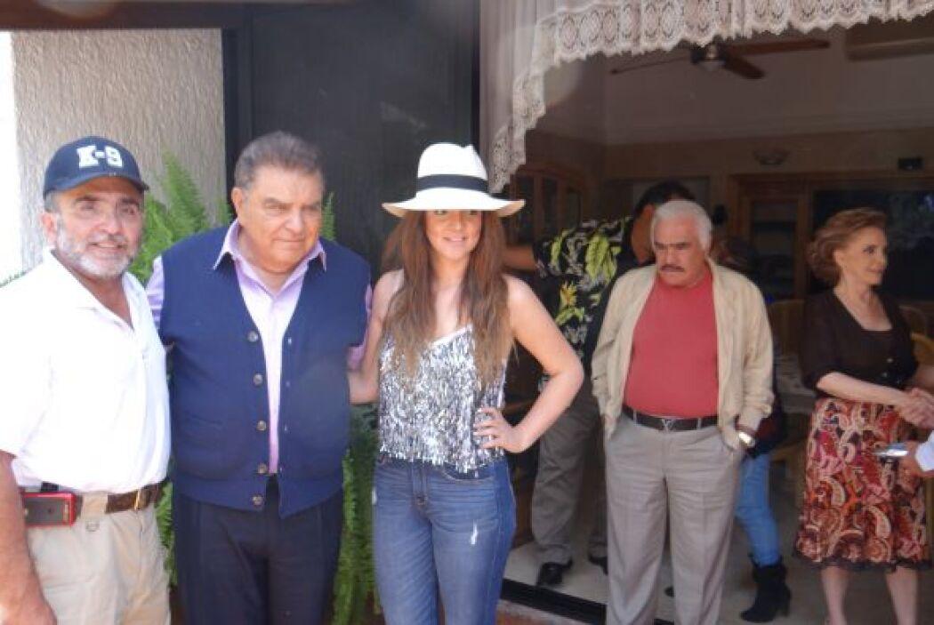 La familia del charro, también estuvo muy atenta a la visita de Don Fran...