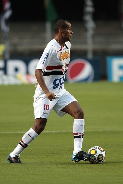 La afición no sólo aplaudió a Rivaldo sino tambi&ea...