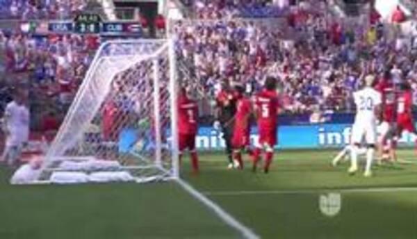 Goooolll!! Omar Gonzalez mete el balón y marca para Estados Unidos