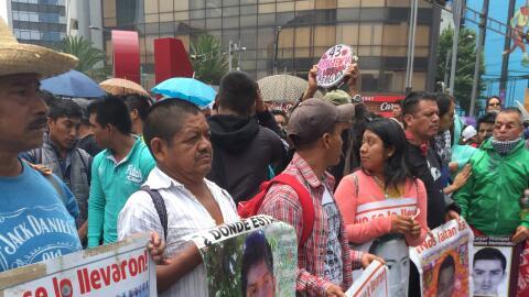 Padres de los 43 alumnos de Ayotzinapa desaparecidos