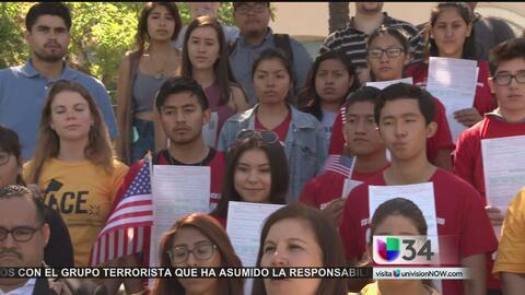 Voluntarios impulsan a más gente a votar