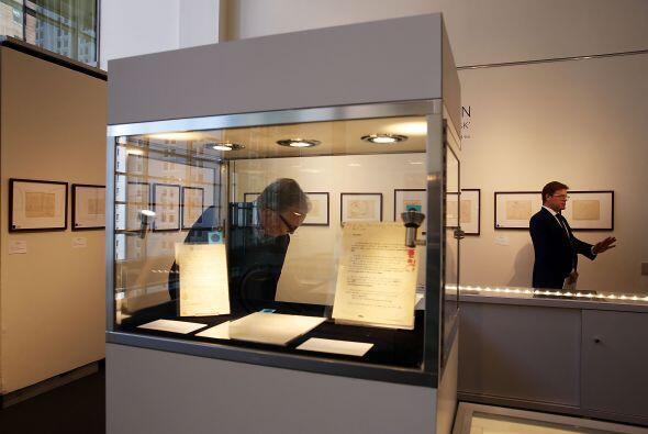Además de textos del citado libro también se subastaron manuscritos y di...