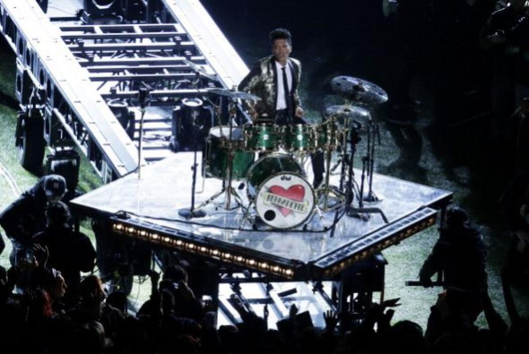 Este año, Bruno Mars fue el encargado de hacer vibrar a los asistentes a...
