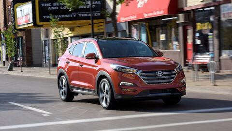La crossover compacta Hyundai Tucson 2016 es un de los automóvile...