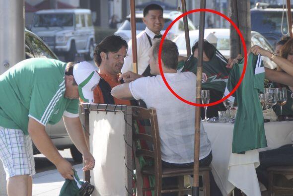 La actriz se reunió con amigos cercanos en un restaurante en Beve...