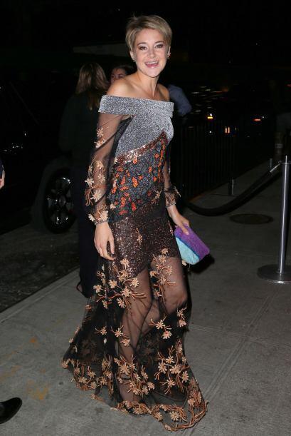 Shailine Woodley mantuvo el glamour de la alfombra roja para el after co...