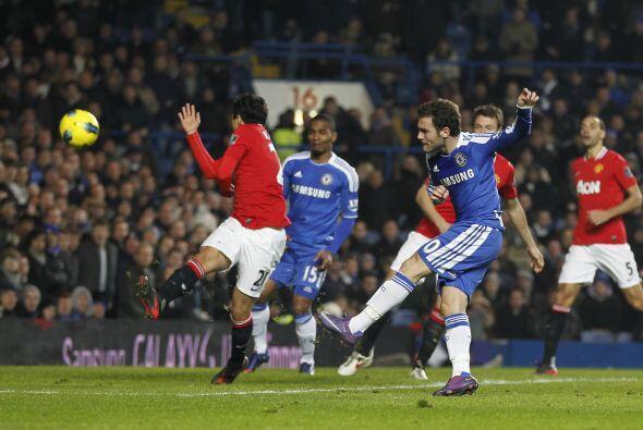 Apenas arrancaba el segundo tiempo y Juan Mata amplió la ventaja.
