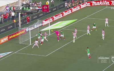 Chicharito marcó el gol con el que se convirtió en el máximo goleador en...