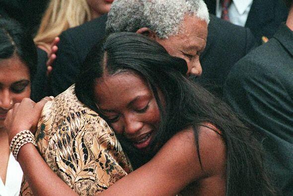 Una conmovedora foto con la supermodelo británica Naomi Campbell...
