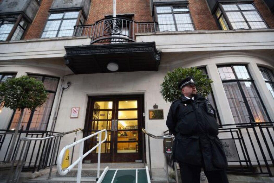 Una enfermera del hospital londinense donde estaba ingresada la esposa d...