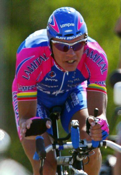 En el 2002 el tercero, dertás a Armstrong y Beloki, fue Raimondas Rumsas...