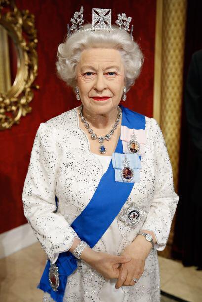 La figura de cera de la reina Isabel II también se parece mucho a la de...