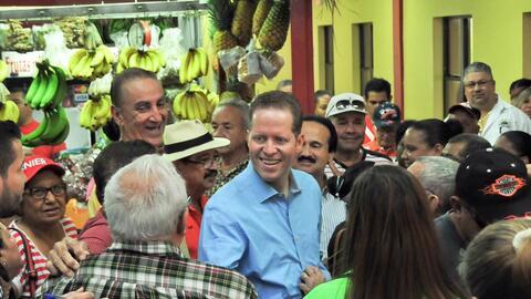 David Bernier durante una visita de campaña a la Plaza del Mercad...