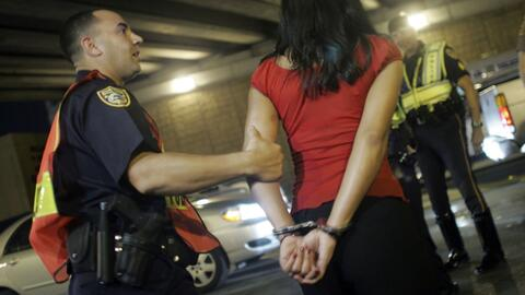 Los riesgos del DUI para los inmigrantes legales e indocumentados