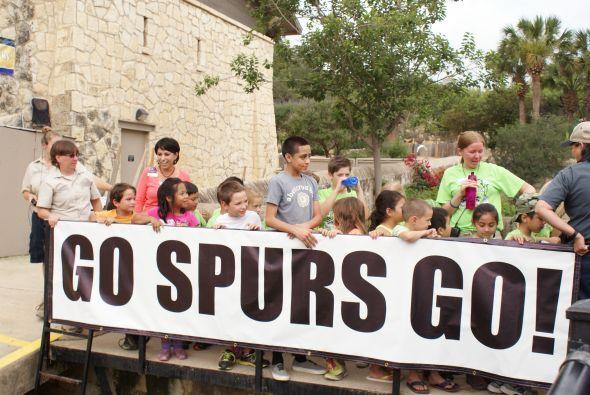 A unas horas del primer juego entre San Antonio Spurs y Miami Heat en la...