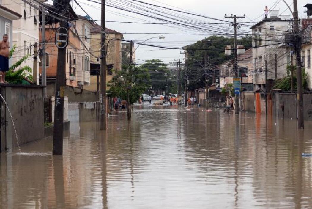 En ese suburbio un hombre estaba desaparecido tras caer en un río.