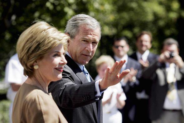 Casado con Barbara Bush y padre de dos hijas, Bush impulsó varias...