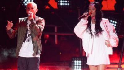 Como en otras ocasiones, Rihanna y Eminem conmocionaron el escenario de...
