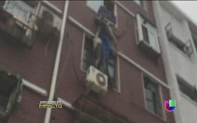 Una mujer de 80 años se resbala en la ventana y queda a borde de la muerte