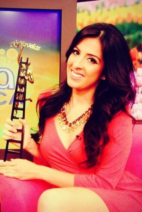 """""""Hoy amanecí muy bien acompañada! @despiertaamericatv @univision #premio..."""