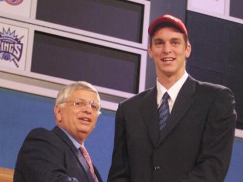 Pau Gasol fue seleccionado por Atlanta Hawks en el Draft de 2001; sin em...