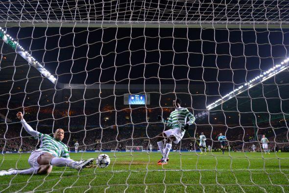 El atacante italiano apenas punteó la pelota para que el esférico pasara...