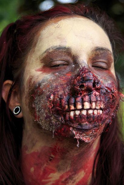 Los zombis son pálidos, llenos de heridas, dientes podridos y com...