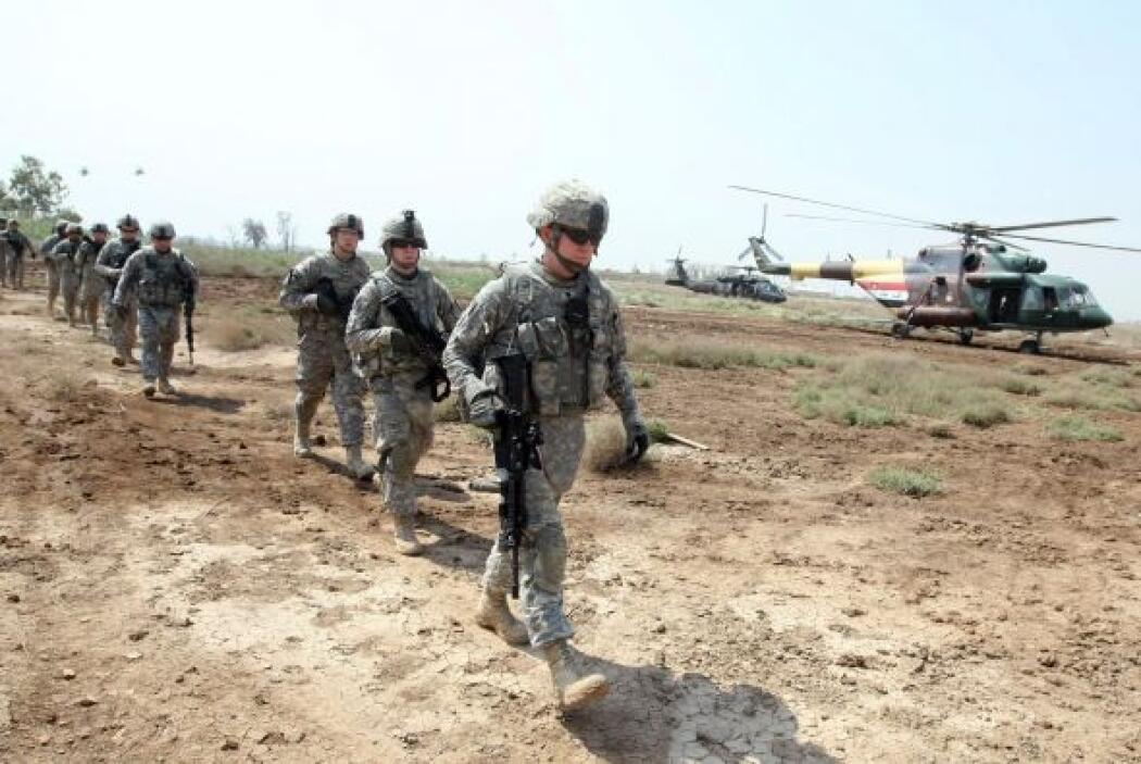 Al llegar su convoy al paso fronterizo de Khabari, entre Irak y Kuwait,...