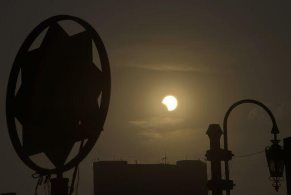 Este fue el último eclipse solar del año. El anterior eclipse híbrido se...