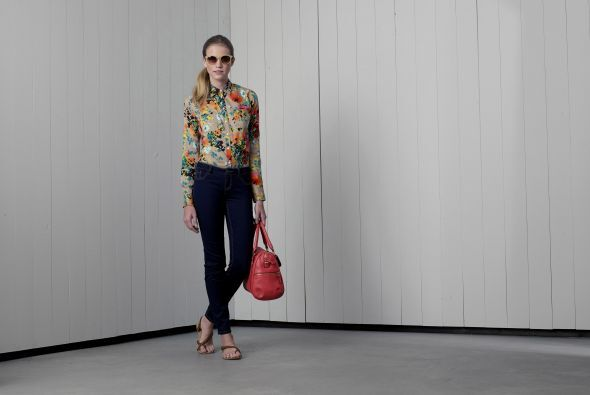 5. Blusa de manga larga con estampado floral de Merona $22.99Pantalón aj...