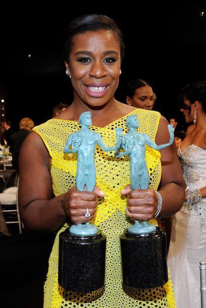 ¡La reina de la noche! Uzo Aduba con sus dos SAG Awards.
