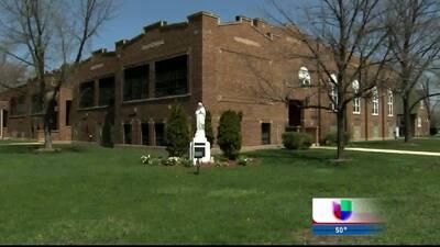Hombre mata a su esposa frente a iglesia en Indiana