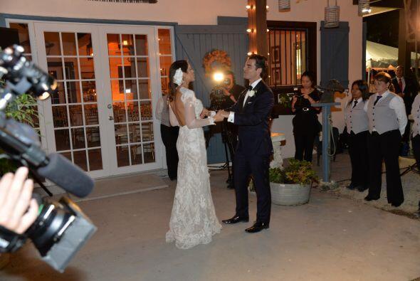 Ambos cantaban el tema que habían elegido, mientras los invitados suspir...