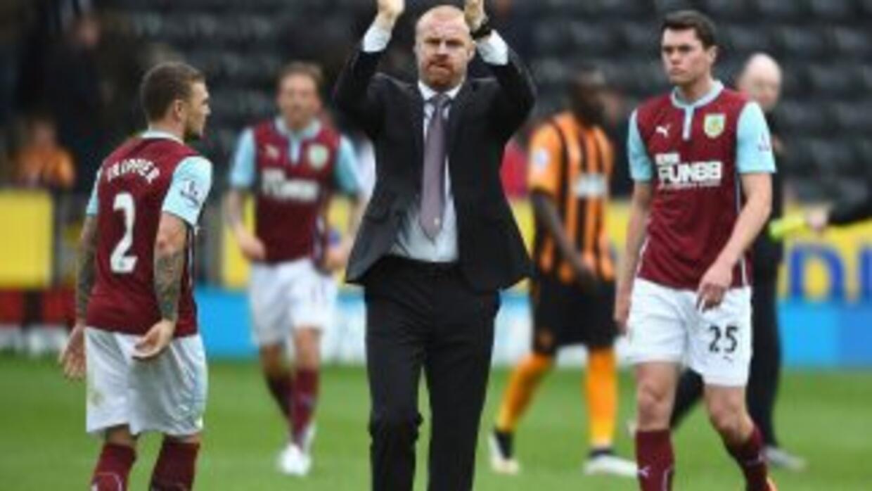 Burnley se despide de su afición tras el triste triunfo.