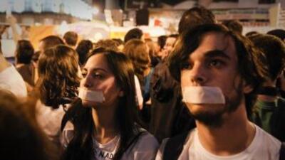 Miles de jóvenes españoles participan en la 'revuelta de los indignados'...