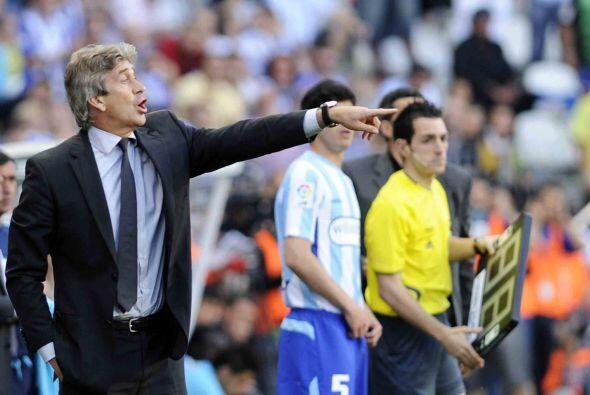 Manuel Pellegrini no paraba de darle instrucciones a sus jugadores con l...
