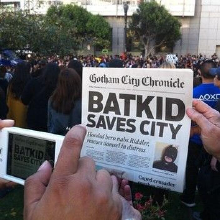 Tanta ha sido la fama de Batkid que hasta en los diarios salieron sus ha...