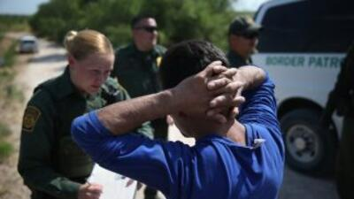 Inmigrantes detenidos en la frontera de Texas