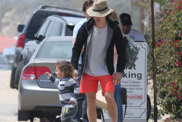 El hijo del actor hizo de las suyas en la playa.Mira aquí más videos de...