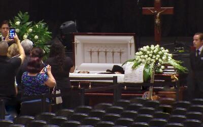 Cientos de familiares y amigos llegaron para darle el último adiós a Emi...