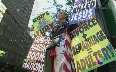 Protestan fanáticos religiosos en Univision Nueva York