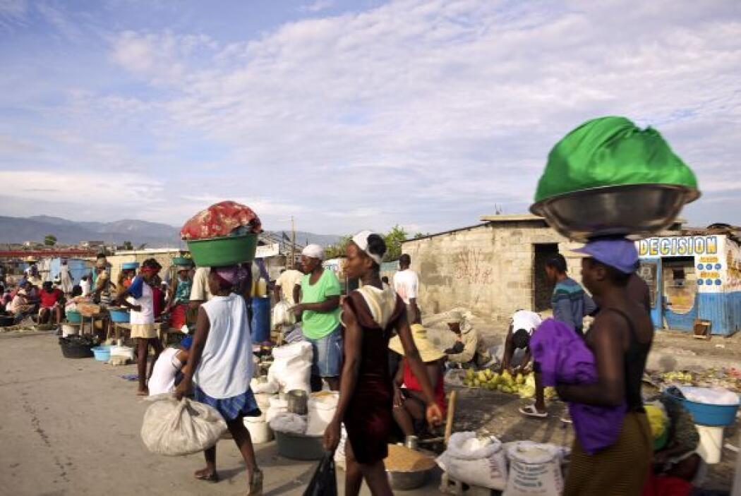 El terremoto del 12 de enero, en el que murieron 300,000 personas, dejó...