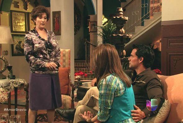 Agustina piensa que Camila comete un gran error al casarse con Daniel y...