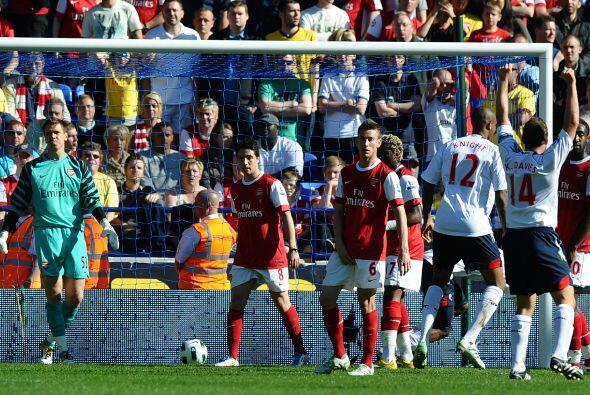 Pero no fue en favor del Arsenal. Bolton se adelantó por conducto...