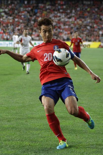 Lee Dong-Gook.- Es el veterano y el máximo goleador histór...